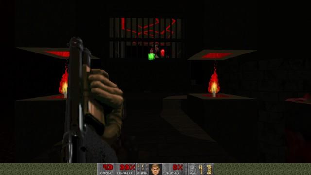 Screenshot: Schon sehr früh wird man mit einem Baron of Hell konfrontiert, aber einigermaßen sicher hinter Gittern