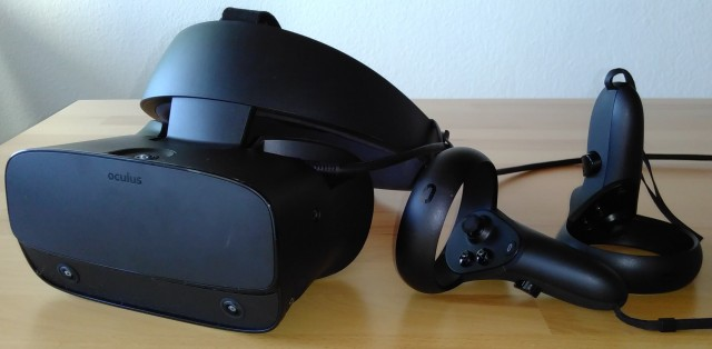 Screenshot: Das Oculus Rift S Headset mit Controllern